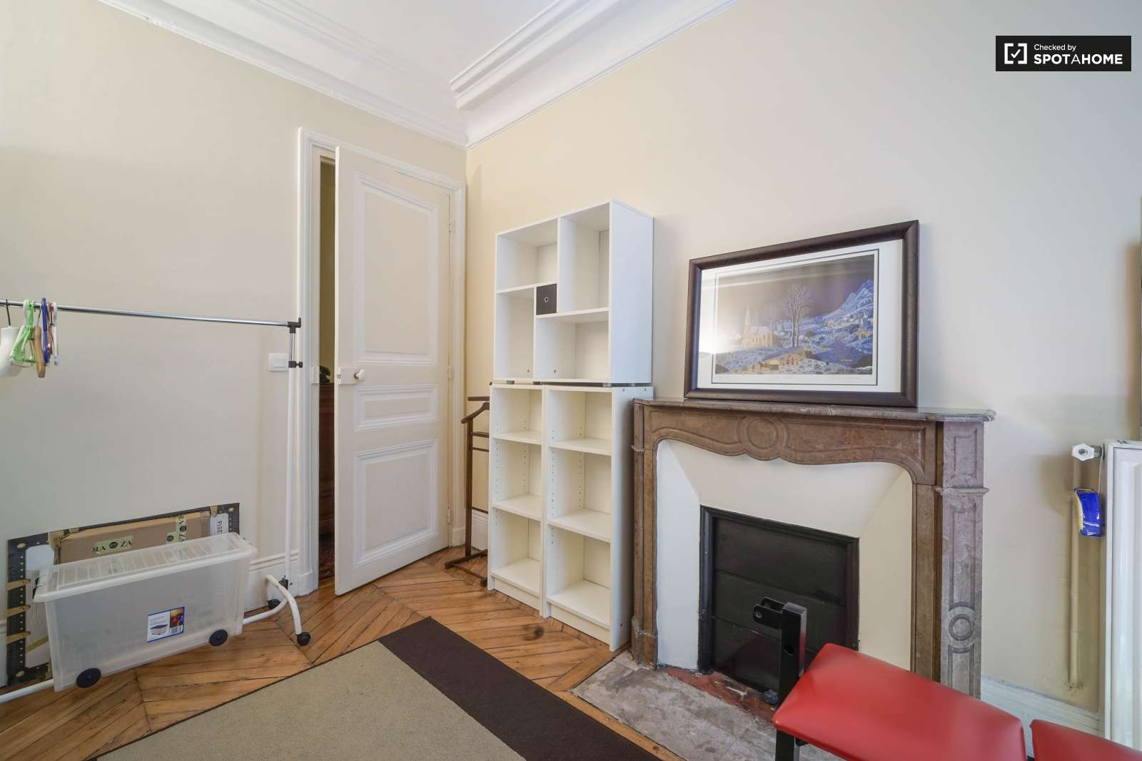 Double Bed In Room For Rent In A Nicely Decorated 2 Bedroom