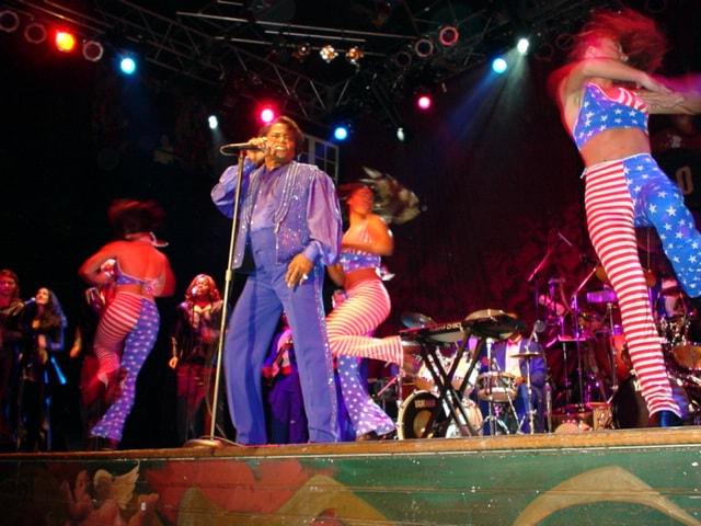 """James Brown se produit à la House of Blues d'Orlando"""" title=""""James Brown se produit à la House of Blues d'Orlando"""" align=""""middle""""/><br data-recalc-dims="""