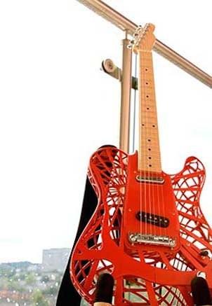 Customuse-3d-printed-guitar-1