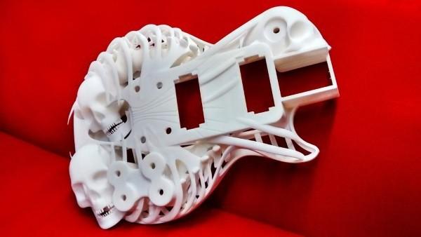 Customuse-3d-printed-guitar-8