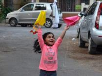 Kites_kids_playing_04