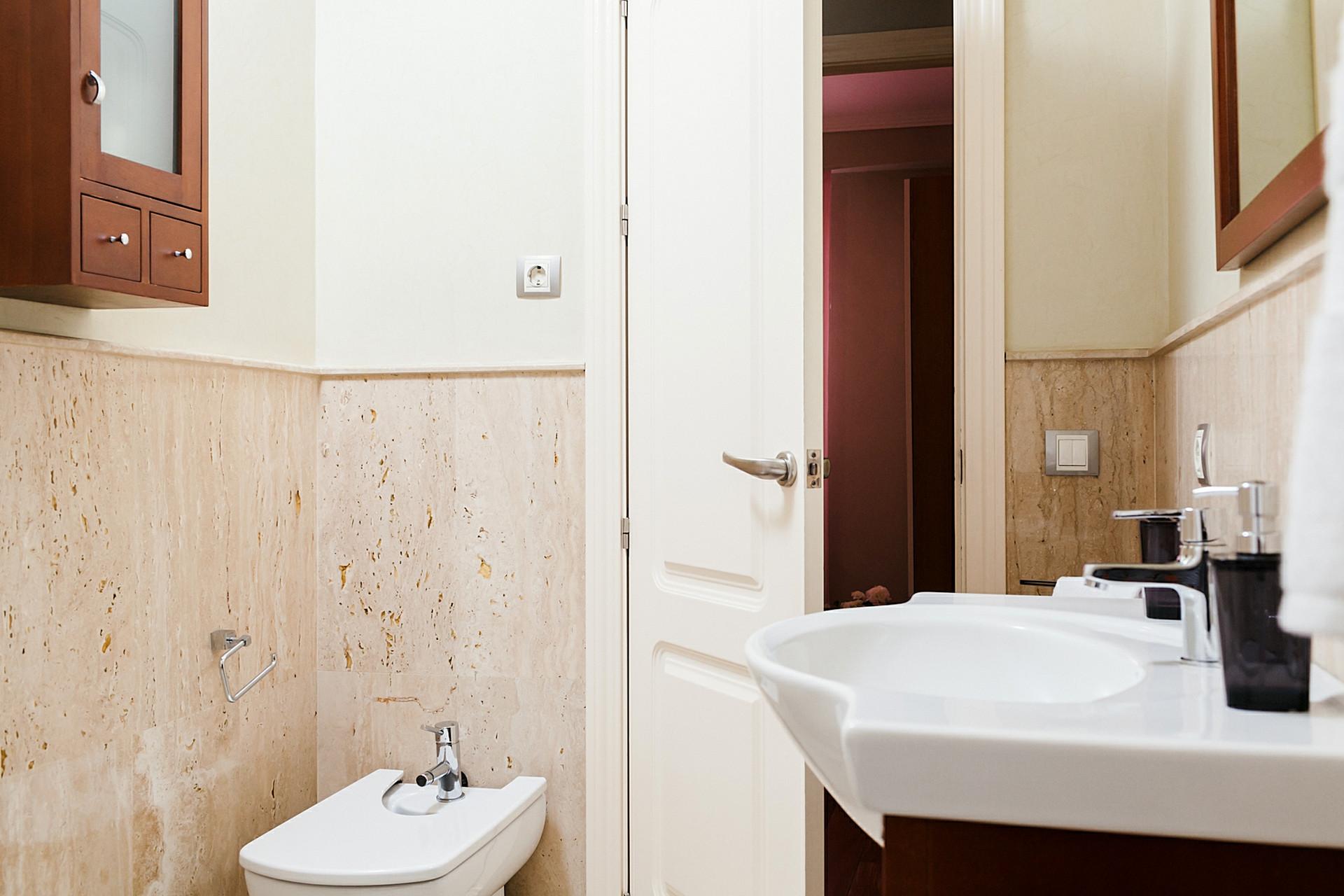 Piso amueblado de alquiler en nervión. Apartamento 2 Habitaciones en Sevilla Santa Justa ...