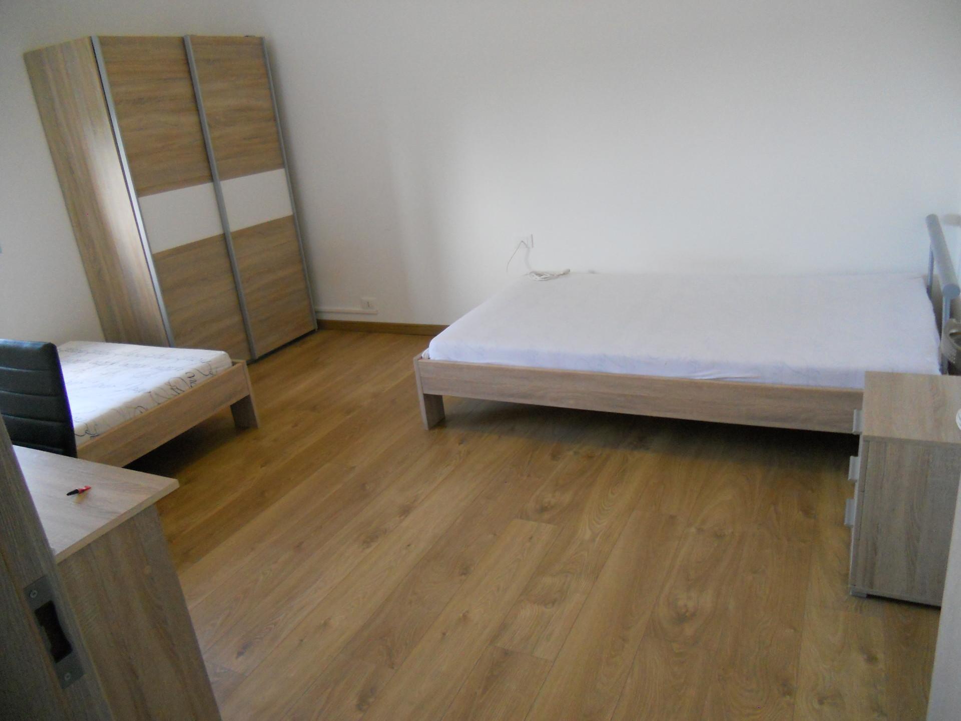 Mobili misura progetta soluzioni di arredo per la camera da letto che coniughino estetica,. Grande Stanza Con Due Letti Da Una Piazza E Mezza A Udine Stanze In Affitto Udine