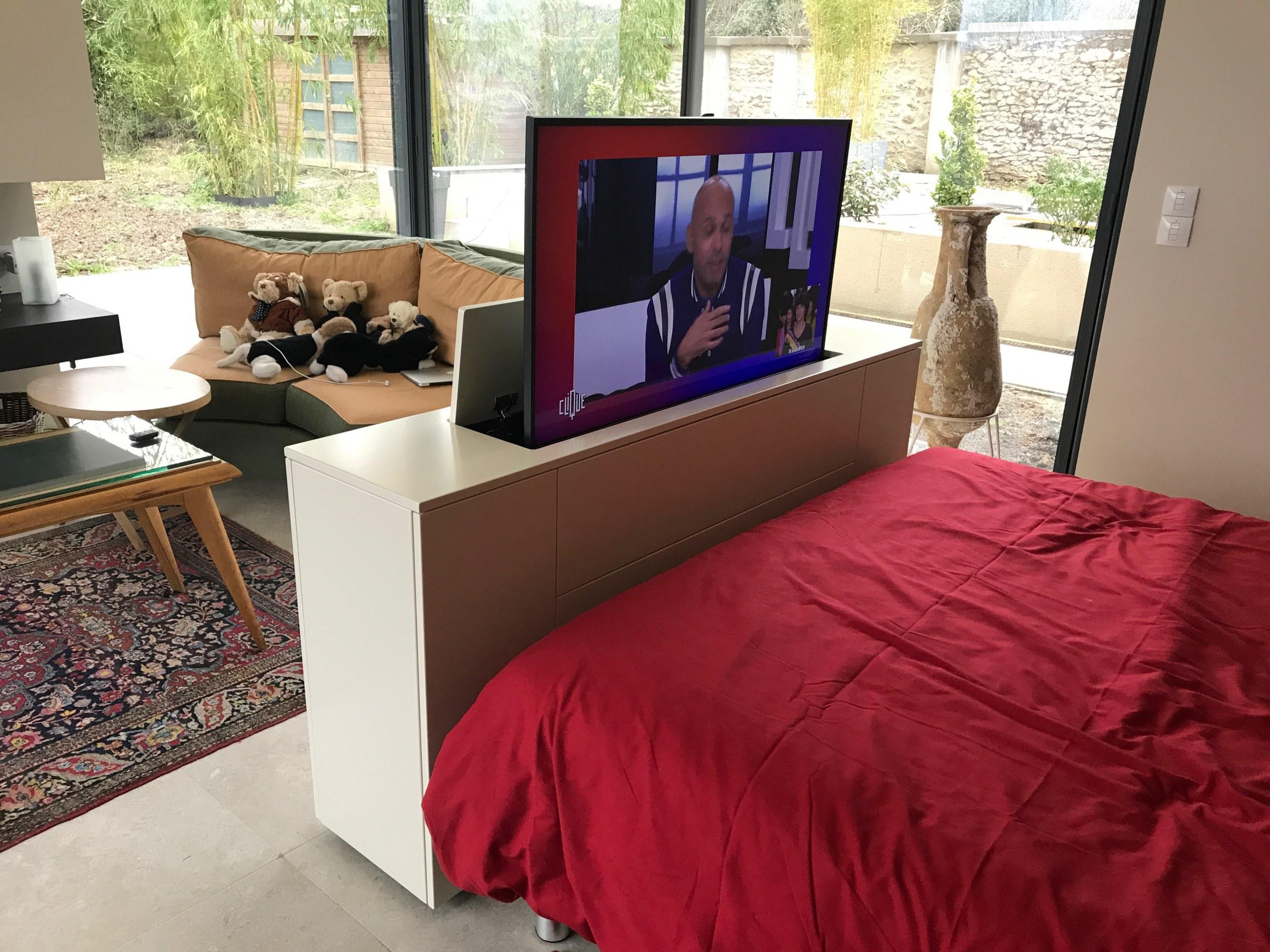 meuble tv motorise pied de lit recto