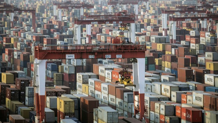 china's exporters hit by global shortage of shipping containers | financial times