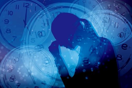 時間 締切 不眠症 締め切り 男性 パニック いらいら イライラ 焦り 精神的 重圧 心配 不安 フラストレーション 追いつめられる 時計 シルエット 制限時間 タイムリミット 混乱 悩む 悩み いそがしい 忙しい 慌ただしい 寝不足 睡眠不足 繁忙 限界
