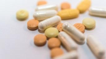錠剤 タブレット 医療 ドラッグ サプリメント 治療 薬 くすり カプセル 白バック 薬物 中毒 病院 薬局 薬剤師 服用 医師 医者 風邪 かぜ インフルエンザ 流行 生活習慣病 高齢化 費用 コピースペース