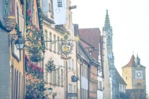外国 外国風景 海外 海外風景 ヨーロッパ 欧州 ドイツ ローテングルク ローテンブルク・オプ・デア・タウバー ロマンチック街道 バイエルン ミッテルフランケン アンスバッハ 建物 建築 建造物 外観 旧市街 歴史 西洋史 観光名所 観光地 旅行 町並み 街並 クリスマス くりすます Χマス Christmas Χmas イベント 行事 看板 飾り看板