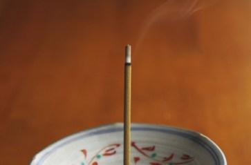 線香 �香 香を炊� 癒� 煙 リラックス 香り 和��物 鎮�効果