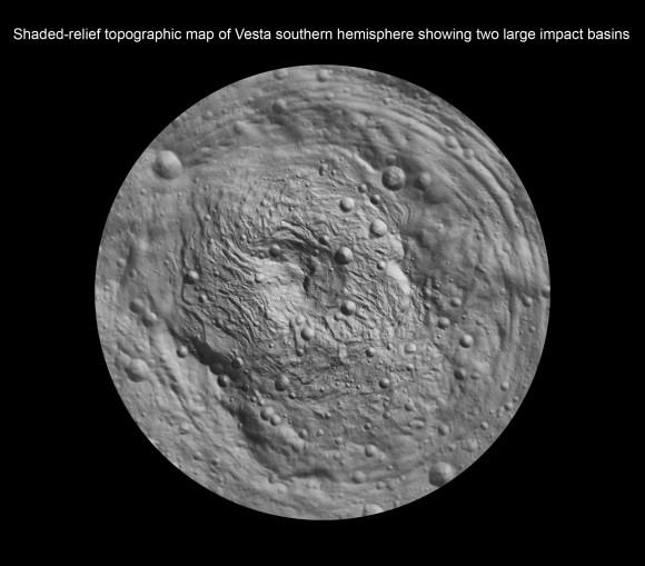 Sombreado de alivio mapa topográfico de Vesta hemisferio sur que muestra dos grandes cuencas de impacto - Rheasilvia y Mayores Cuenca.  Crédito: NASA / JPL-Caltech / UCLA / MPS / DLR / IDA