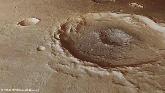Dentro de un cráter del hoyo central. Vista en perspectiva de un cráter de diámetro 50 Km. Thaumasia Planum. La imagen fue realizada mediante la combinación de los datos de la Cámara Estéreo de Alta Resolución de la Mars Express con modelos digitales del terreno. La imagen fue tomada el 4 de enero de 2013, durante la órbita de 11467, y muestra una vista de cerca del 'pit' central de este cráter, que probablemente se formó por una explosión subterránea ya que el calor del evento de impacto rápidamente el agua vaporizada o hielo se encuentra por debajo la superficie. Derechos de autor ESA / DLR / FU-Berlin-G.Neukum