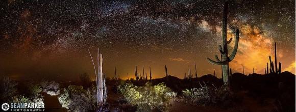 A 12-foto panorámica de la Vía Láctea arco sobre Parque Nacional Saguaro en Tucson, Arizona.  Crédito y copyright: Sean Parker / Sean Parker Fotografía.