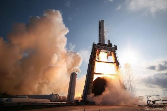 El Falcon 9-R durante unos 10 segundos de prueba en junio de 2013.  Crédito: Elon Musk en Twitter