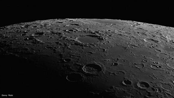 Primer plano de la Luna mostrando Endymion, Atlas y el Mare distante Humboldtianum.  Crédito y copyright: Danny Robb.