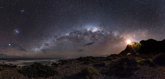 """El ganador absoluto de la Astronomía Fotógrafo del Año 2013 de fotos de Mark Gee, titulado 'Luz de guía a las estrellas. """"  Créditos y derechos de autor: Mark Gee."""