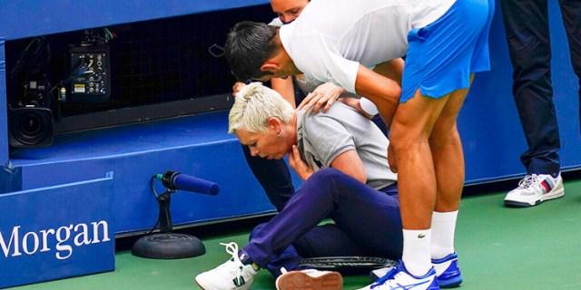 Djokovic descalificado del US Open por pelotazo a jueza