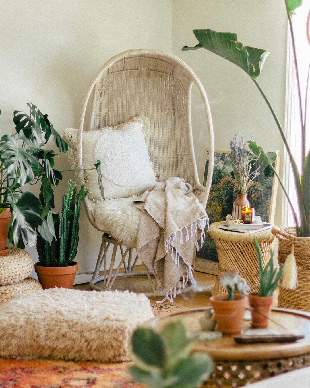 Last, I wanted to include this photo for its great wicker egg chair. I've actually been looking for one of these for my patio forever.
