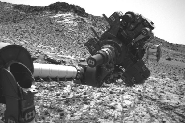 Curiositys arm short circuit leaves Mars rover stranded