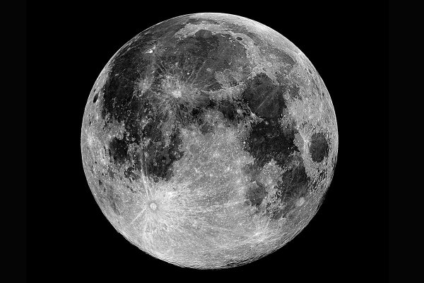 Moon's lack of water down to ancient shift in its spin ...