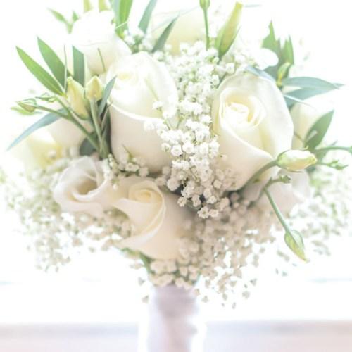 green white goldd wedding theme