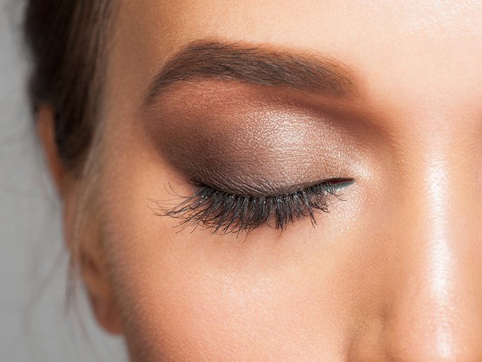 how to put on eyeshadow for beginners