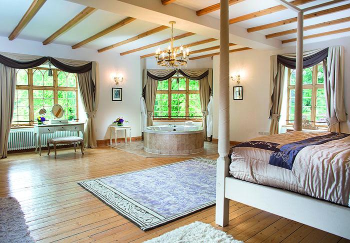 Bridal suite at Achnagairn Castle, showing the freestanding bath
