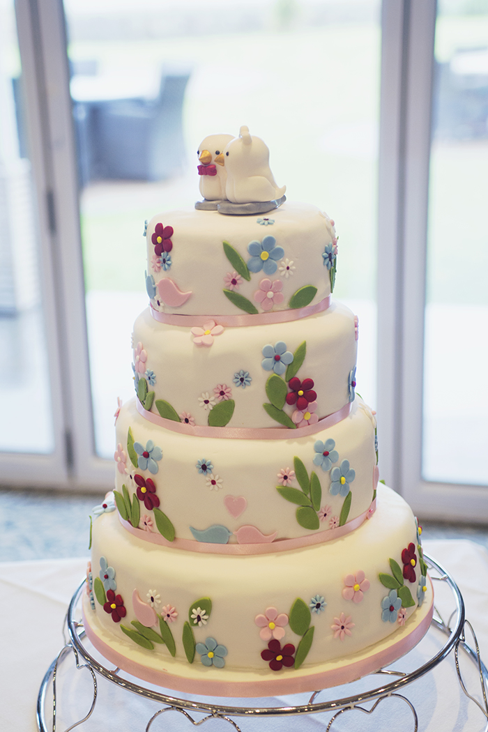 Real Wedding at The Waterside Hotel Ayrshire. Laura A Tiliman Photography. DIY wedding cake