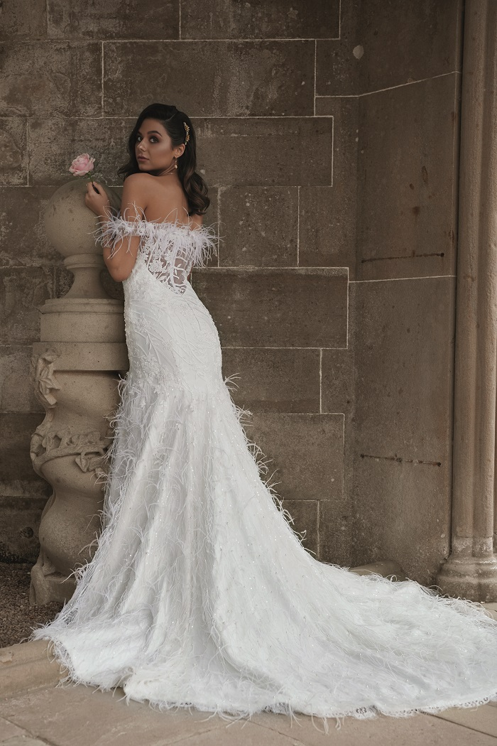 5d7bf32072f Would you dare to wear this amazing feather wedding gown