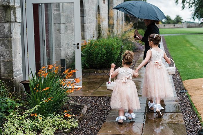 Photos by Zoe rustic PapaKåta tipi wedding - Flower girls