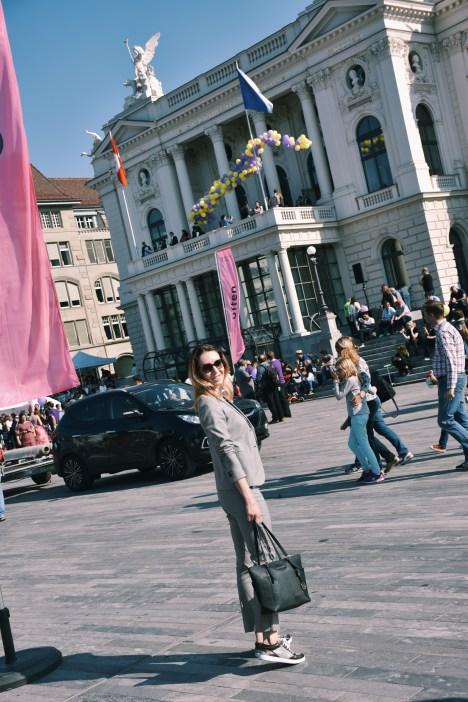 Zurich Opernhaus. Style Details: Suit - Massimo Dutti, T-shirt - Pull&Bear, Bag - Michael Kors, Sunglaasses - Prada