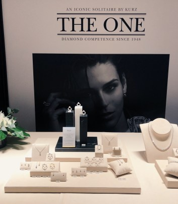 """""""The ONE"""" is the exquisite solitaire by KURZ"""
