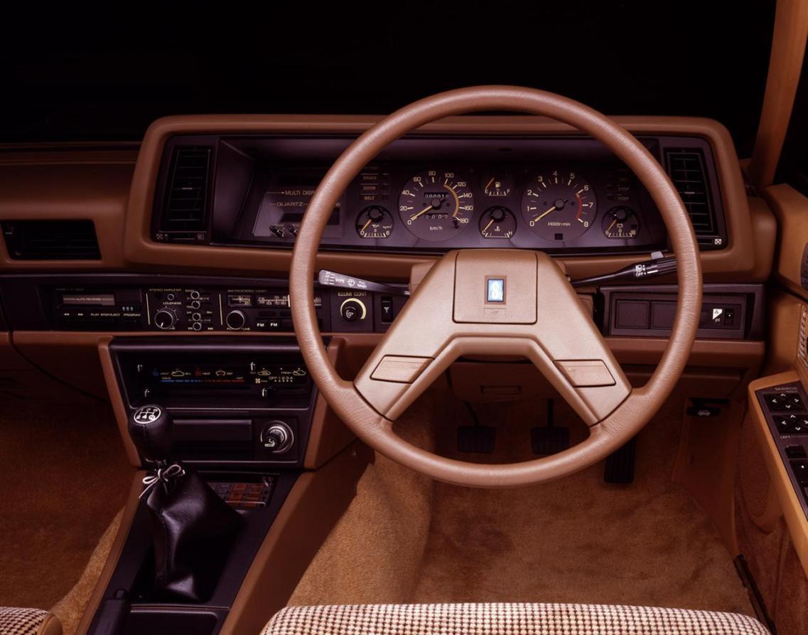 画像: 生粋のスポーツカーではないため、インテリアは比較的オーソドックスなデザインだった。