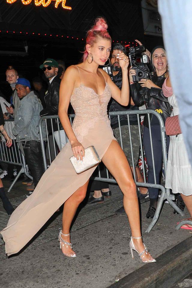 画像4: 「世界で最もセクシーな女性」に輝いたモデルが『本領発揮』するとこうなる