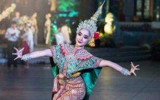 thjings to do in Phuket; see folk dance