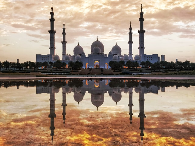 Panoramic view of the sheikh zayed grand mosque during sunrise