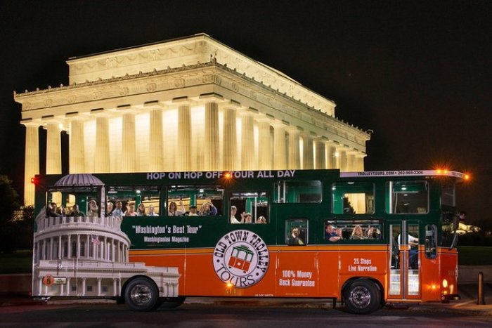 Monuments by Moonlight trolley tour in action.