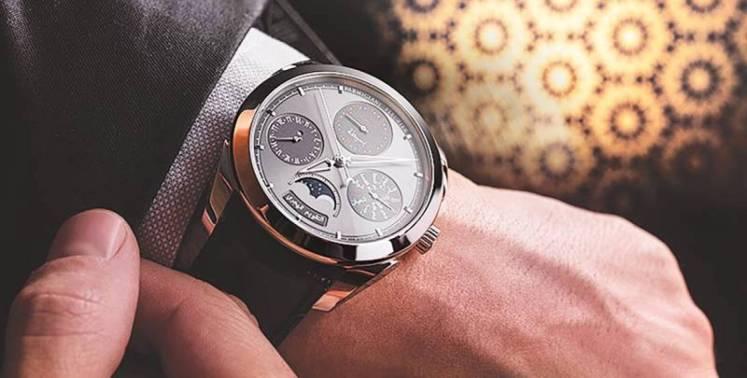 اول شعب استخدم ساعة اليد