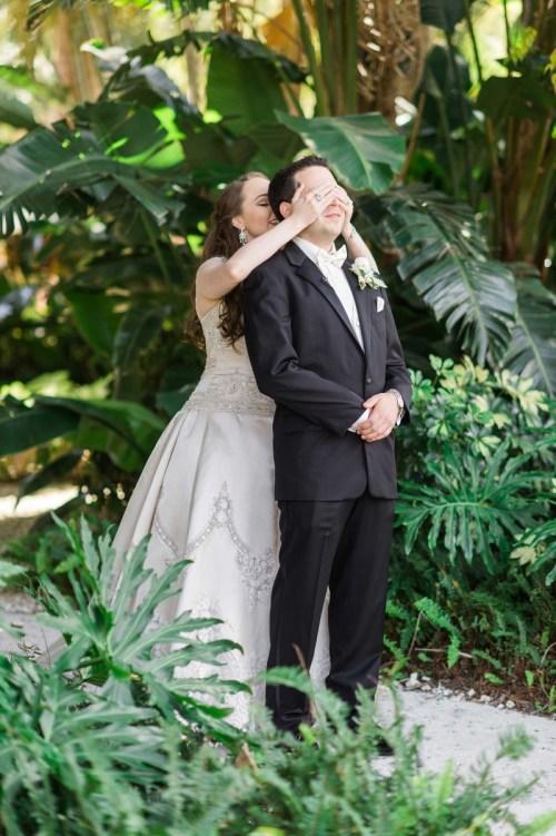 unique wedding photography poses