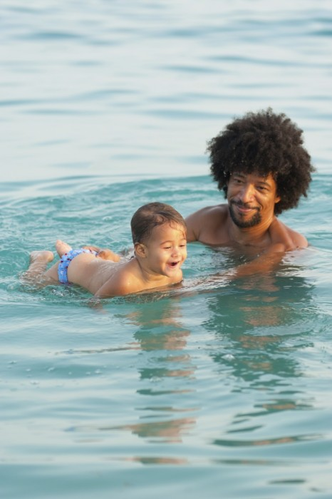 daddy-baby-swimming