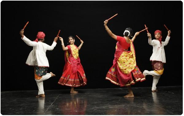 Dandiya: Gujarati Way Of Celebrating Navratri Festival