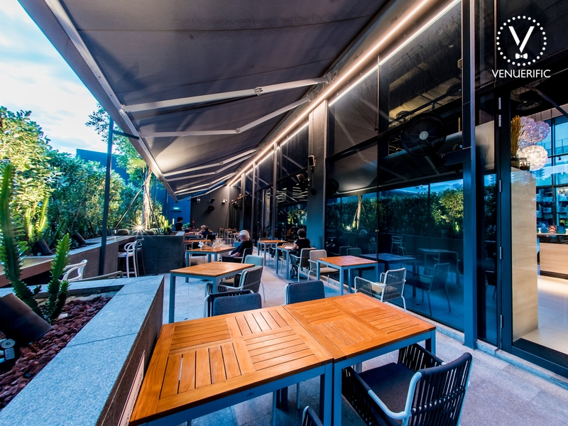 alfresco dinner setting for corporate events