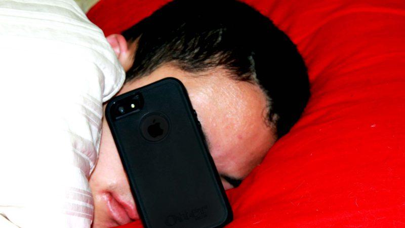 Smartphone Saat Tidur | Ilustrasi