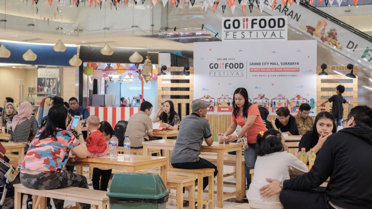 With a cloud kitchen, you save so much on overhead costs. Adu Strategi Cloud Kitchen Gojek Dan Grab Di Indonesia