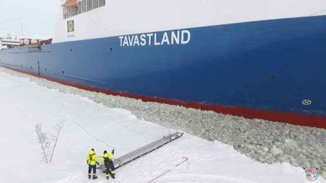 Watch Heres How Maritime Pilots Board Vessels During Winter In Finland Gcaptain Rallypoint