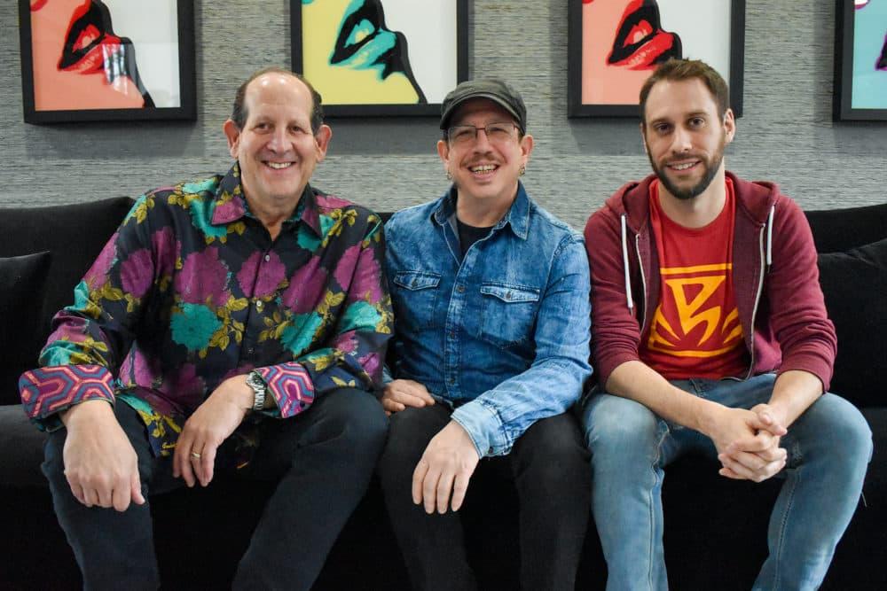 """Michael Clebnik, Scott Matalon y Seth Mantie trabajaron juntos para hacer el juego de realidad virtual """"Orion13"""".  (Allison Hagan / Aquí y ahora)"""