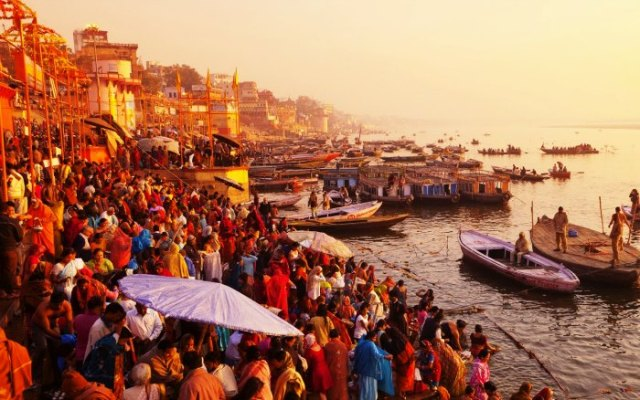 Explore the ghats of river Ganga in Banaras
