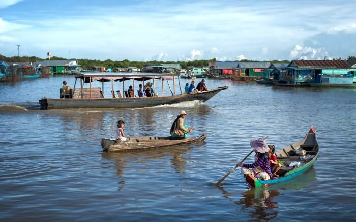 Visit the floating village on Tonle Sap lake - Cambodia