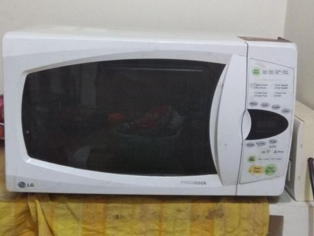 lg microwave oven 03 years old 28 ltrs with grill convection
