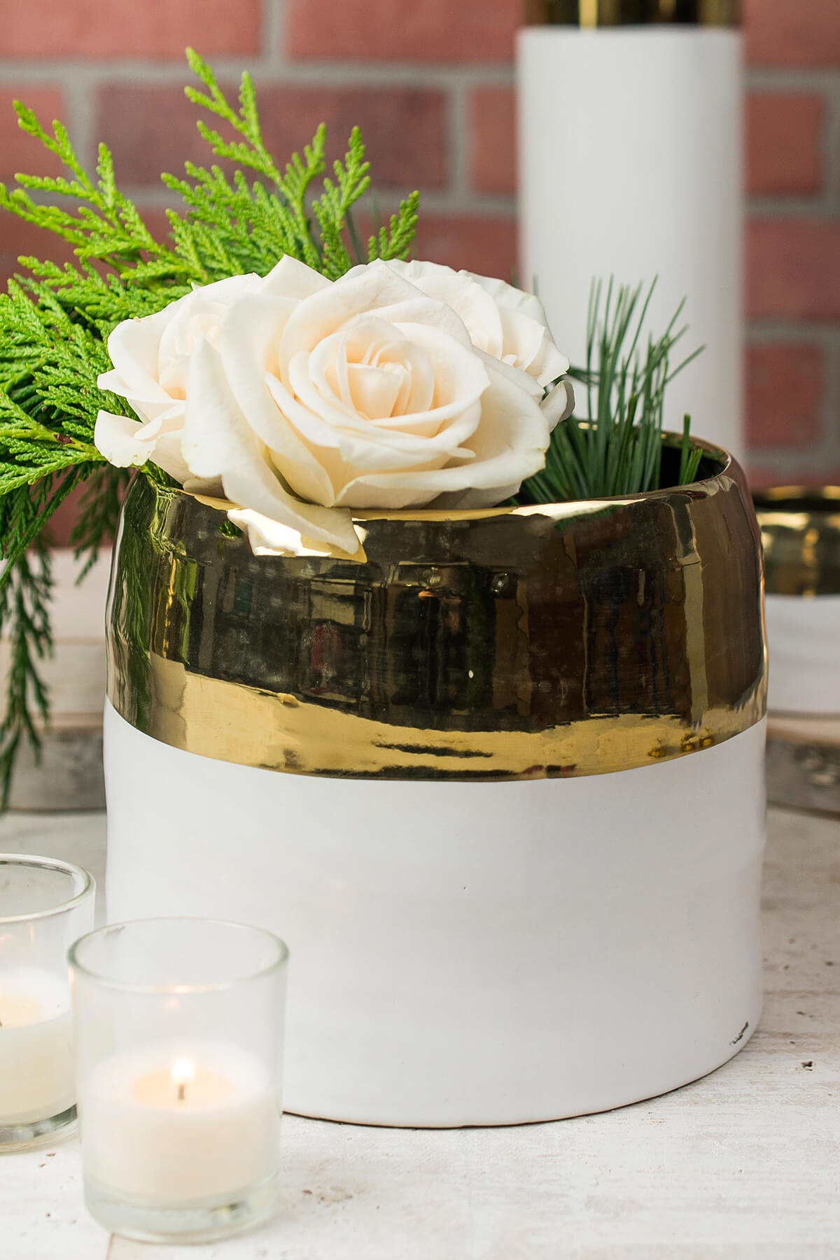 White And Gold Ceramic Claire Vase Amp Pot 75 X 625