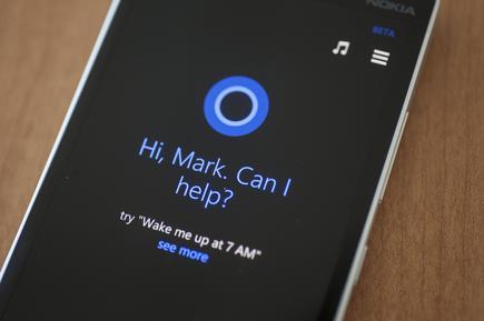 Se puede argumentar que Cortana en Windows Phone personificó lo que debería ser el asistente digital de Microsoft: un asistente que estuvo a su lado mientras viaja.  Hoy en día, es un poco más difícil de encontrar en los dispositivos Android e iOS.
